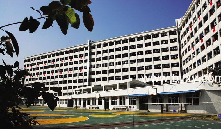 珠江公寓生活区,看到运动场了么