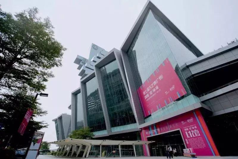 广告设计及动漫设计专业学生参观艺术博览会