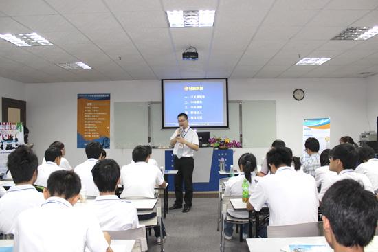 广州白云工商高级技工学校计算机系学生在公司接受培训