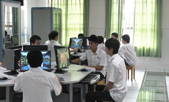 广州白云工商高级技工学校计算机系电子商务(网站设计与推广方向)衬衫