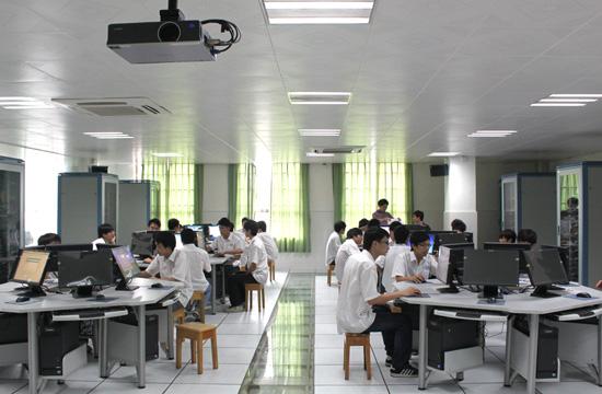 广州白云工商高级技工学校计算机系网络工程专业实训场室