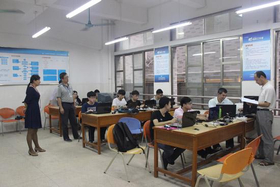广州市白云工商技师学院计算机系师生加紧备战第43届世界技能竞赛广州选拔赛