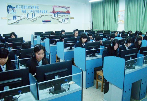 广州白云工商技师学院经济管理系学生工作服