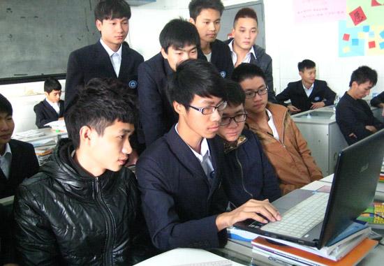 广州白云工商技师学院计算机系学生工作服