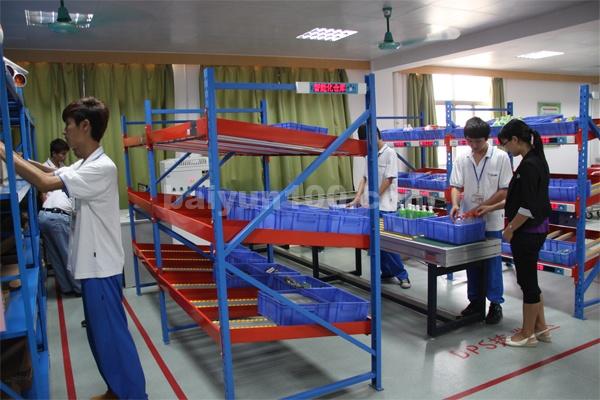 物流实训中心(学生正在进行物流实操1)