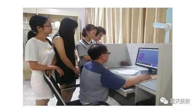 我校杨海峰服装技能大师工作室精英人才培养成果显著